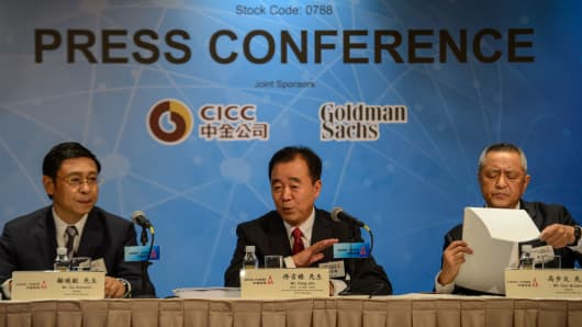 Chairman of the Board and Executive Director of China Tower Corporation, Tong Jilu (c), at a press conference following the announcement of the company's upcoming IPO in Hong Kong on July 24, 2018.