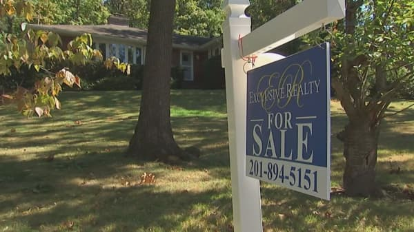 Mortgage applications drop as rates continue to rise