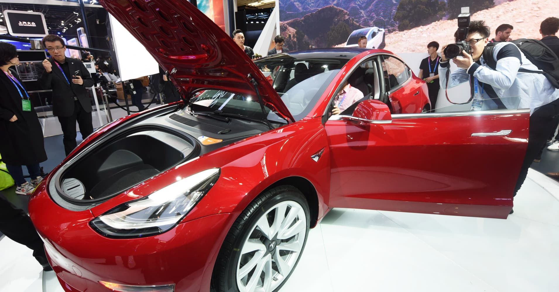 Tesla opens up Model 3 configuration to left-hand drive European countries