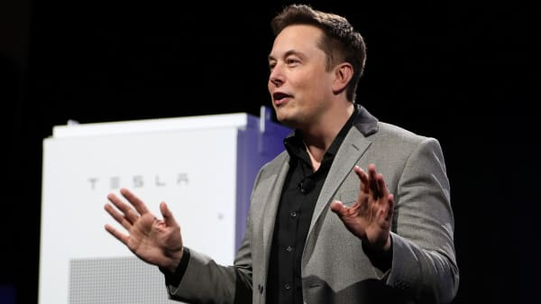 Tesla Motors CEO Elon Musk unveils large utility scale home batteries at the Tesla Design Studio in Hawthorne, California, April 30, 2015.