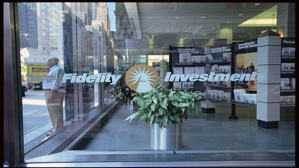 Fidelity first fund to offer no-fee interest funds