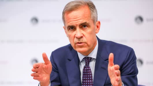 Mark Carney, governor of the Bank of England (BOE), gestures while speaking during the bank's quarterly inflation report news conference in the City of London, U.K., on Thursday, Aug. 2, 2018.