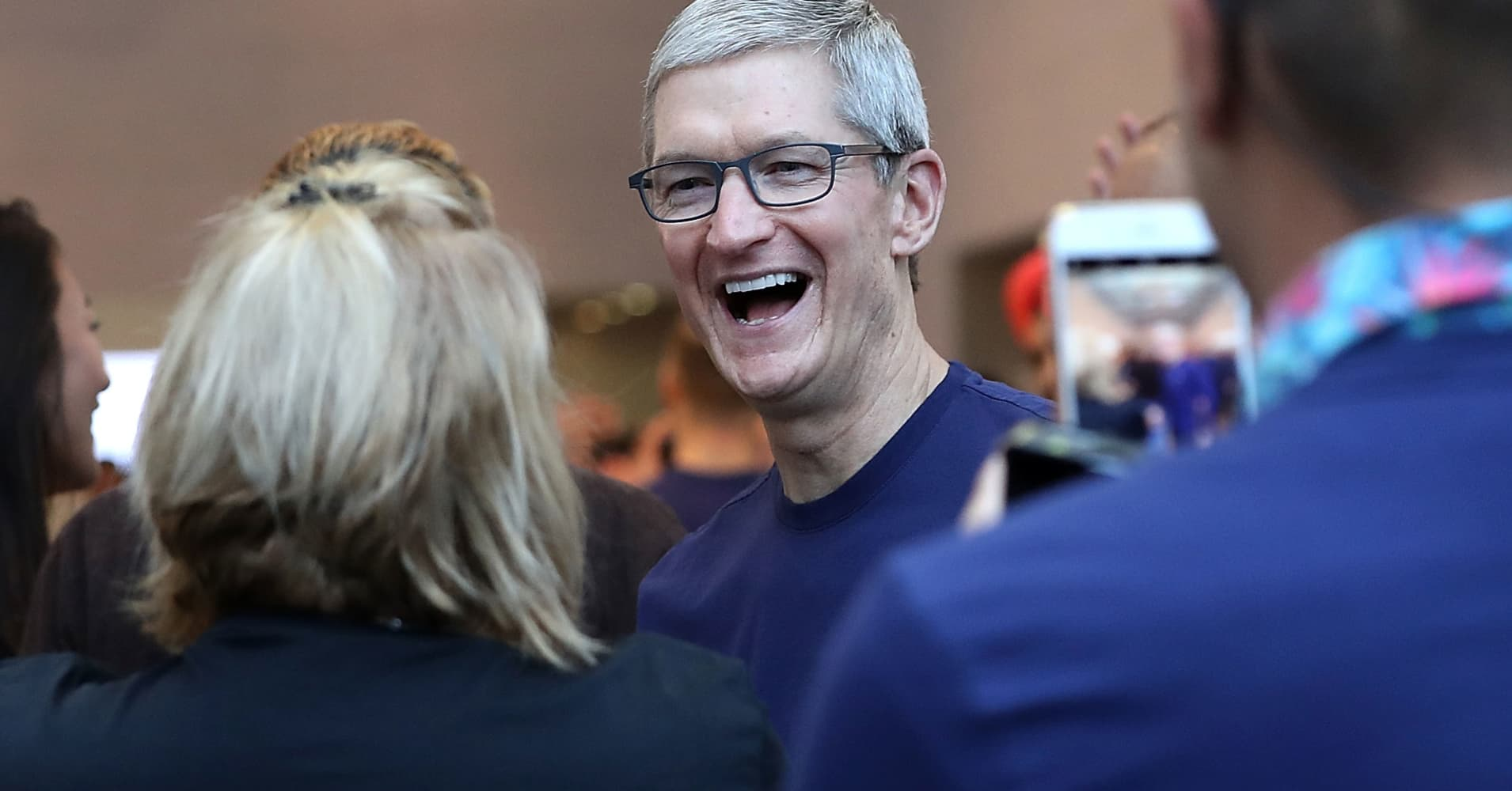 Apple becomes the first company in History to reach $1 Trillion market capitalization