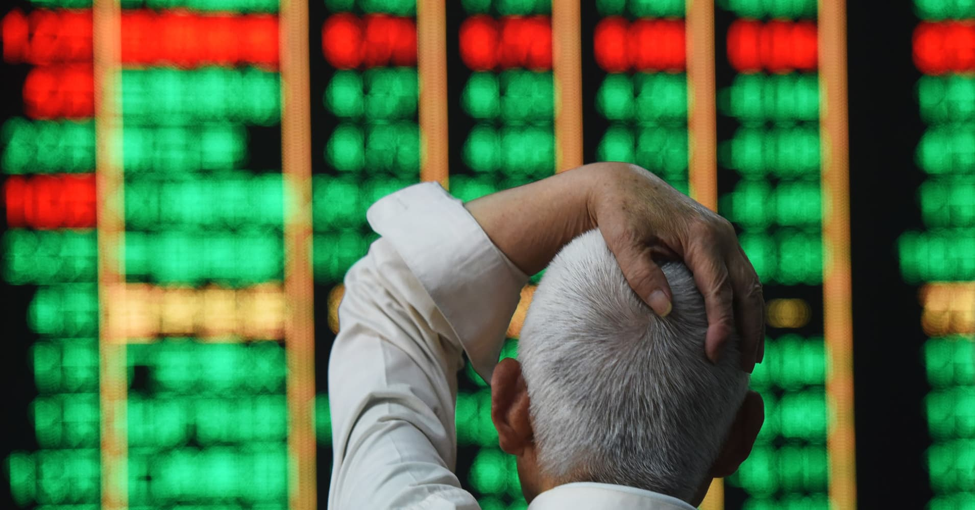 China markets fall more than 3.7 percent after central bank cuts reserve ratio for lenders