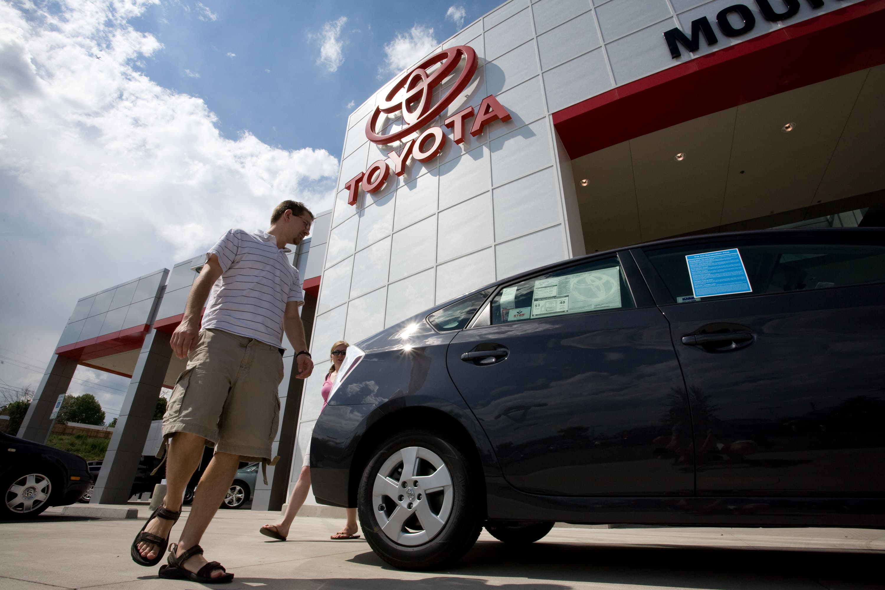 105374656 1533302343475gettyimages 94962532?v=1543848626 toyota plans to recall 1 million hybrid models over wiring issue