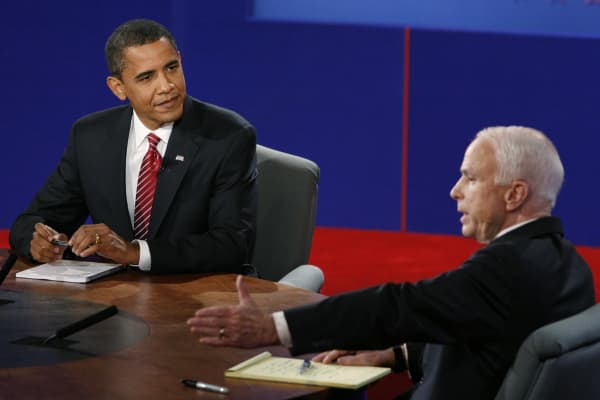 US Democratic presidential candidate Barack Obama (L) listens as Republican John McCain makes a point during the final presidential debate at Hofstra University in Hempstead, New York, on October 15, 2008.