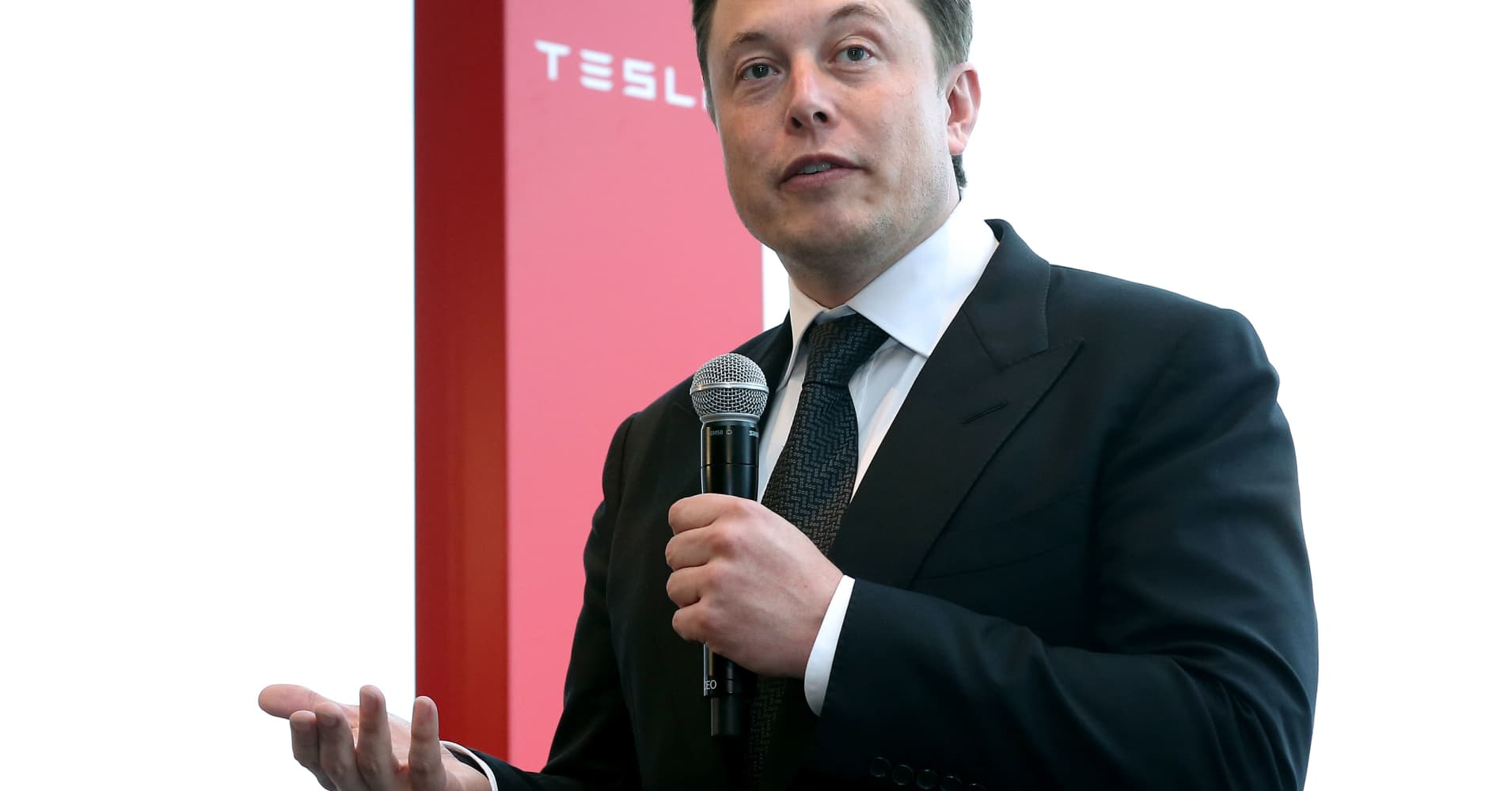 Elon Musk says he's working with Goldman Sachs and Silver Lake on taking Tesla private