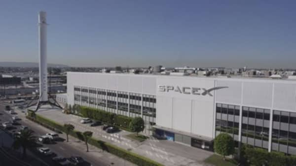 How Musk taking Tesla private complicates future SpaceX IPO