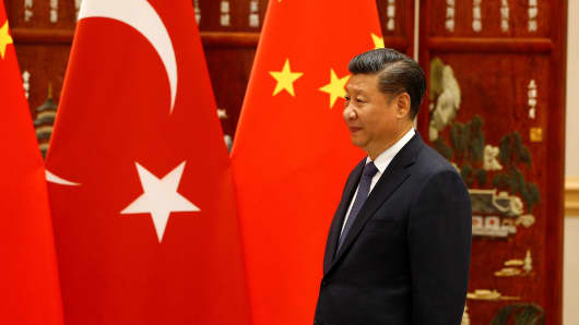 Turkish President Recep Tayyip Erdogan (not seen) is welcomed by Chinese President Xi Jinping as part of the 11th G20 Leaders' Summit in Hangzhou, China, on September 3, 2016.