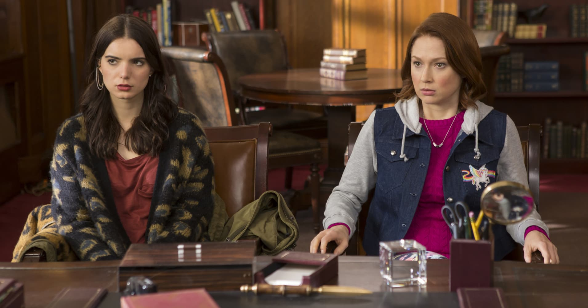 Dylan Gelula as Xanthippe Lannister Voorhees (left) and Ellie Kemper as Kimmy Schmidt from Season 3 of the Unbreakable Kimmy Schmidt