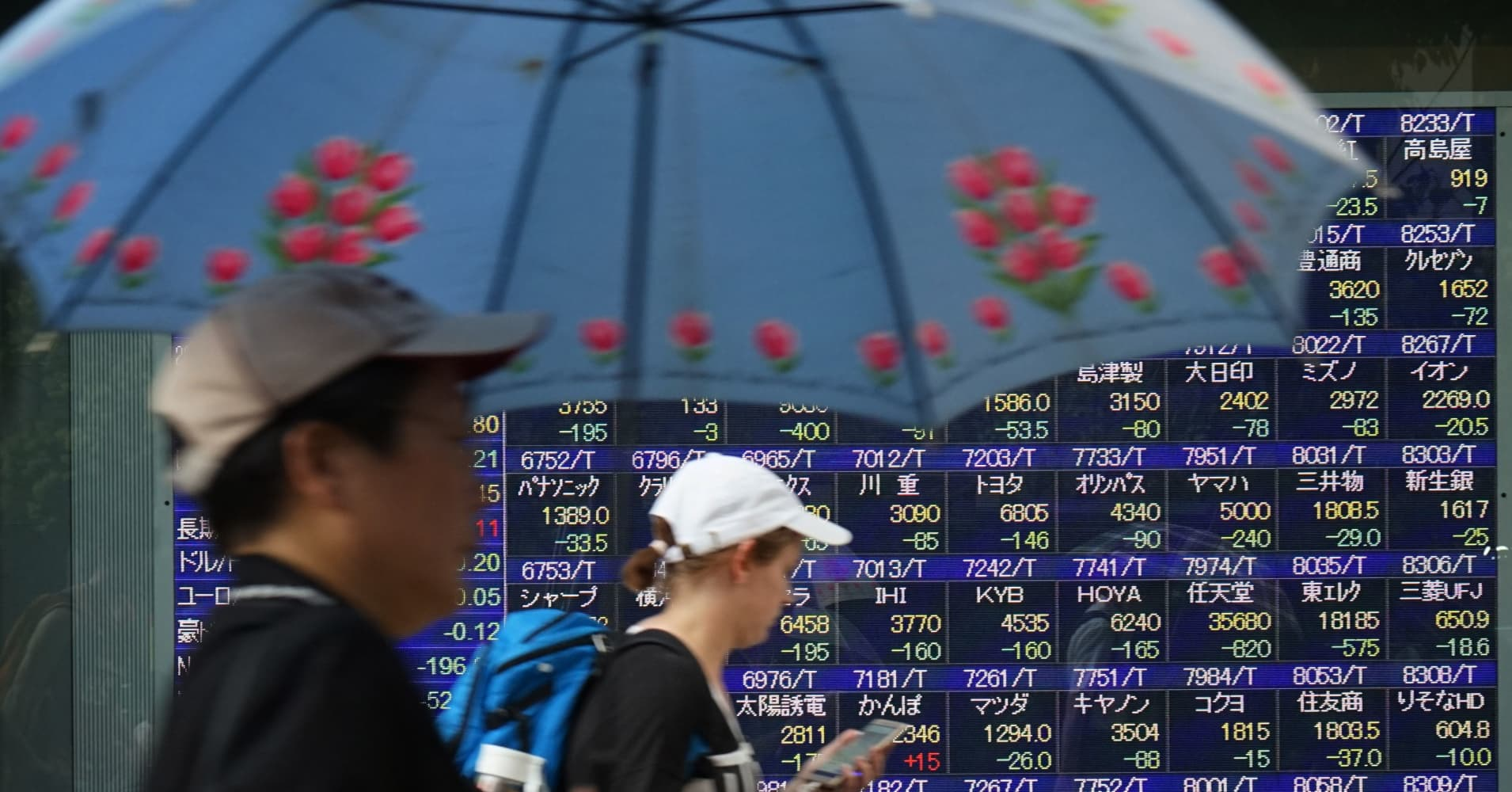Asian markets edge lower, with Hang Seng leading declines; Turkish lira steadies