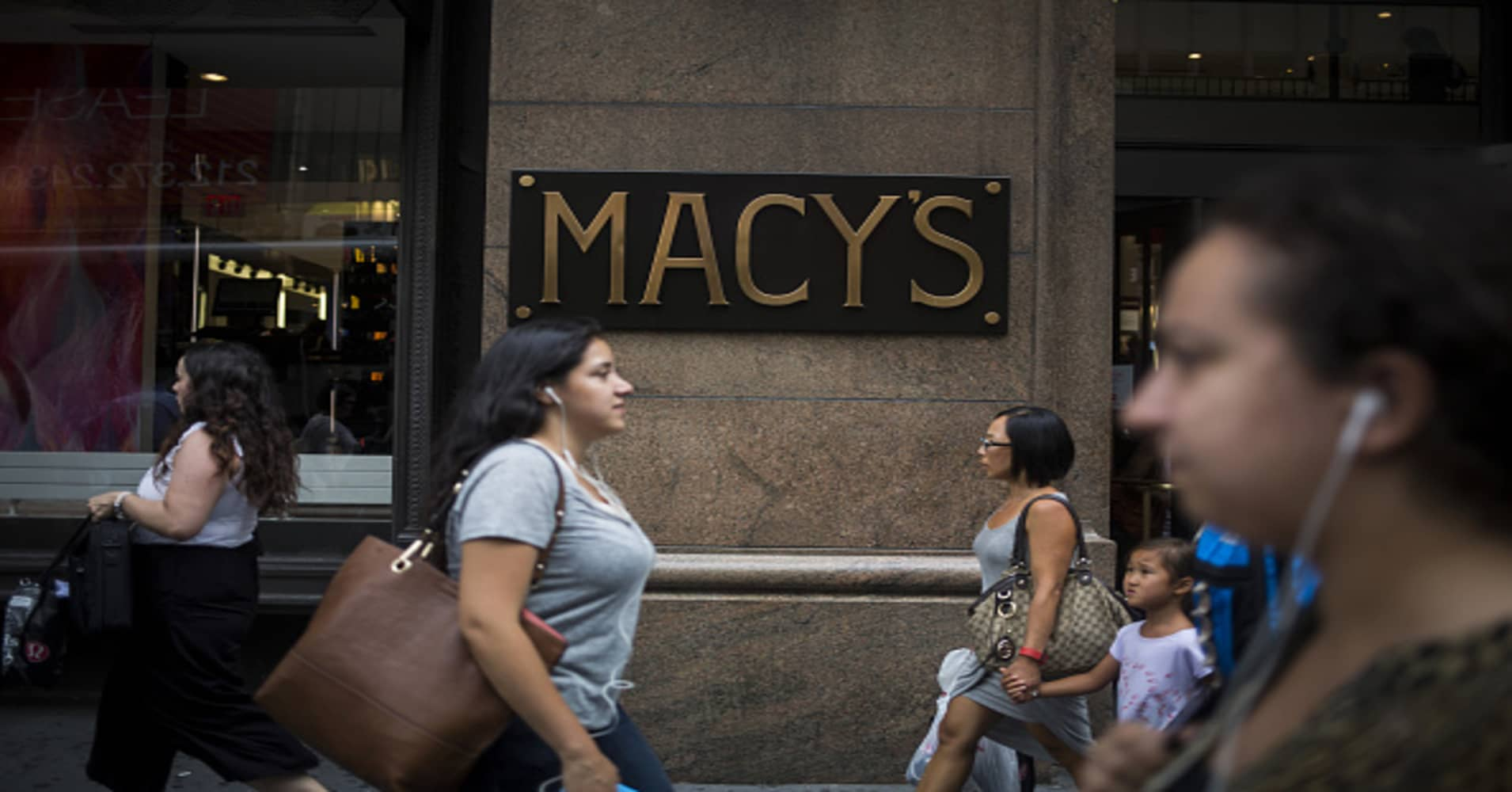 Macy's shares tumble as department store struggles to grow sales