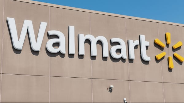 Walmart, among the Dow's worst performers this year, may still be a buy into earnings