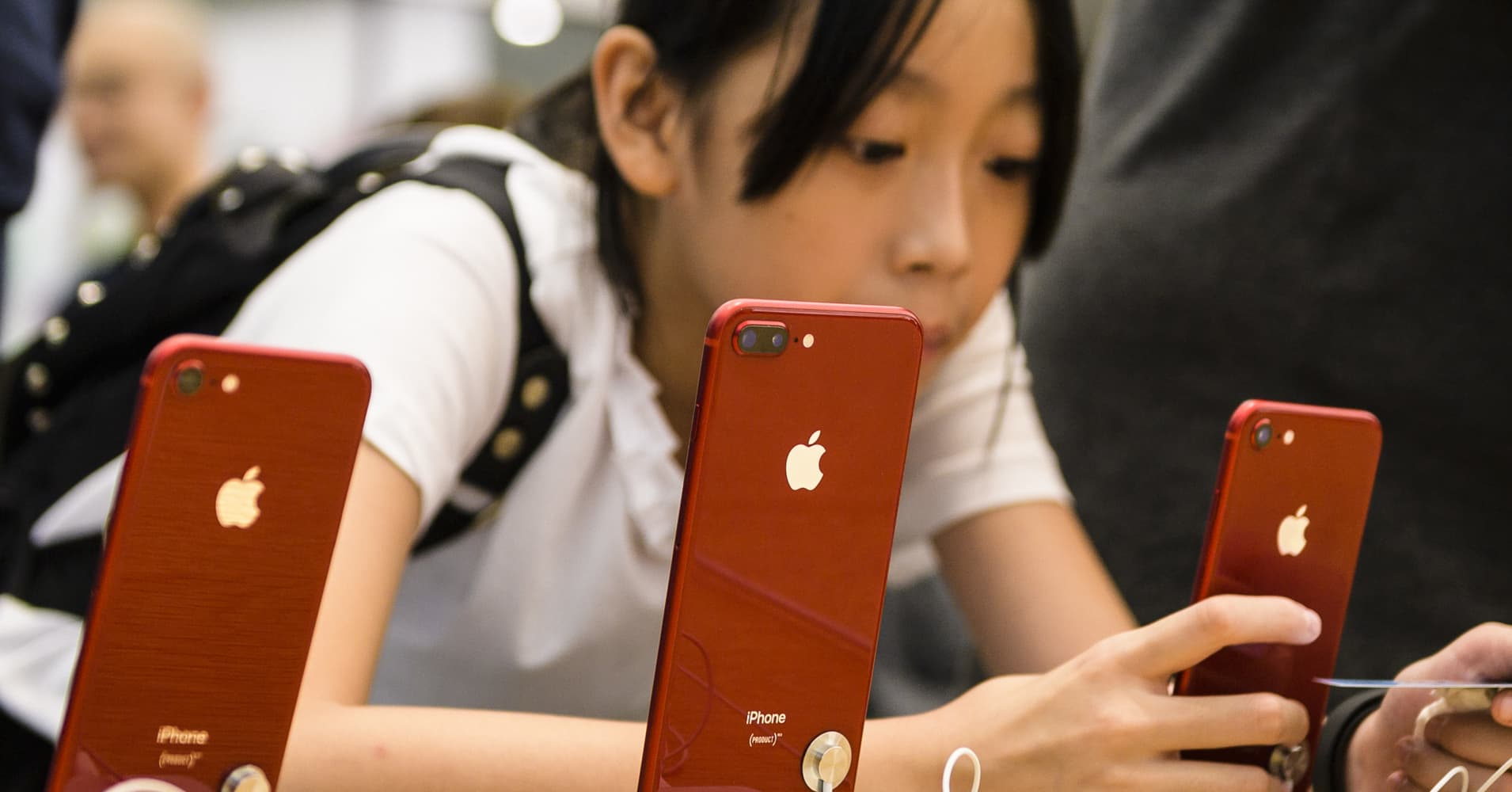 cnbc.com - Berkeley Lovelace Jr. - Cramer: Trump's new China tariffs signal the 'game is over' to Apple and other US companies