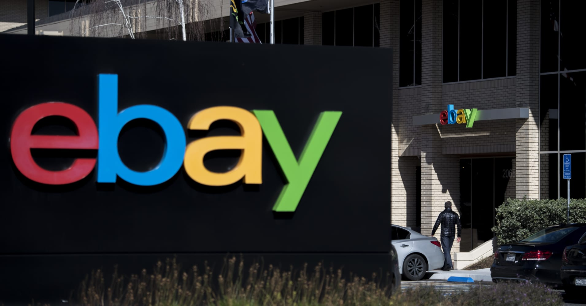 Shares of eBay surge as Elliott Management reveals $1.4 billion stake, recommends portfolio review