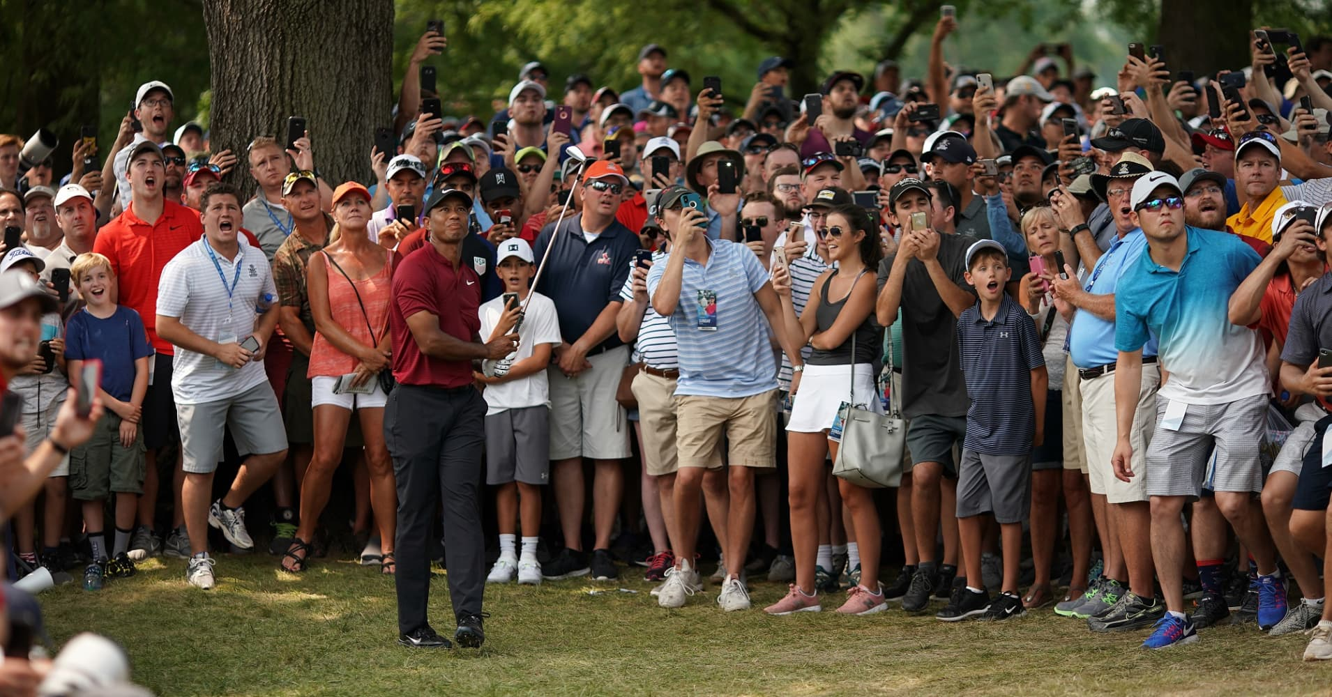 This tweet about PGA perfectly shows how smartphones have changed our lives