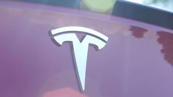 jp morgan back to predicting tesla stock plunge says funding was