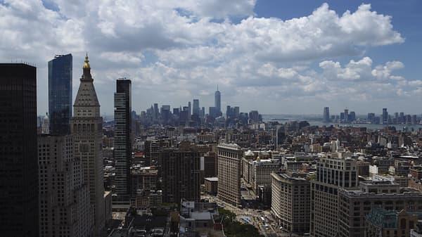 NYC luxury apartment sales drop