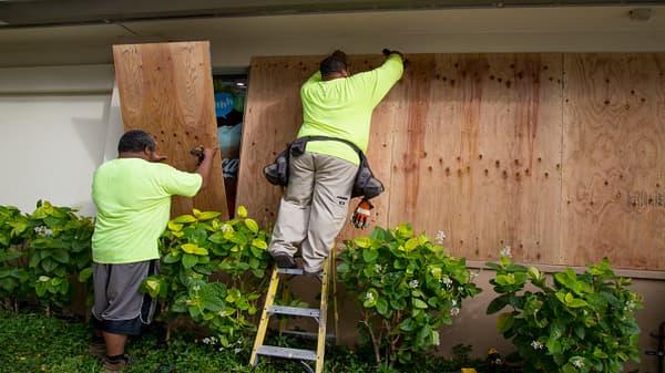 Hawaii residents prepare for Hurricane Lane