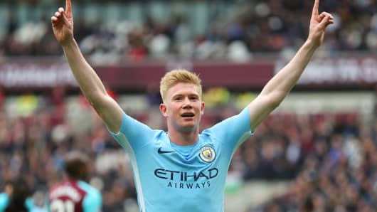 Kevin De Bruyne of Manchester City celebrates during the Premier League match between West Ham United and Manchester City at London Stadium on April 29, 2018 in London, England.