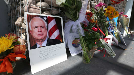 Items and personal notes are left outside the office of Sen. John McCain (R-AZ) as people pay their respects to the late Arizona senator on August 26, 2018 in Phoenix, Arizona.