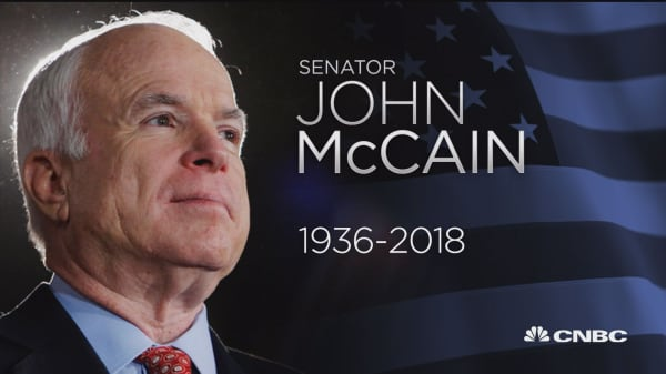 NYSE observes moment of silence for Sen. John McCain