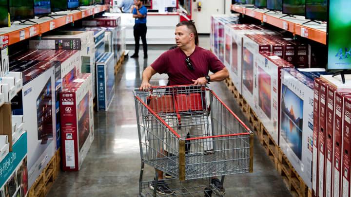 Hasil gambar untuk Consumer Confidence Rises to Highest Level in 18 Years