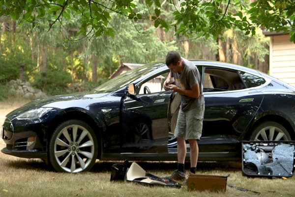 Tesla owner frustrated so repairs his own Model S and says it's easy as  'Legos'