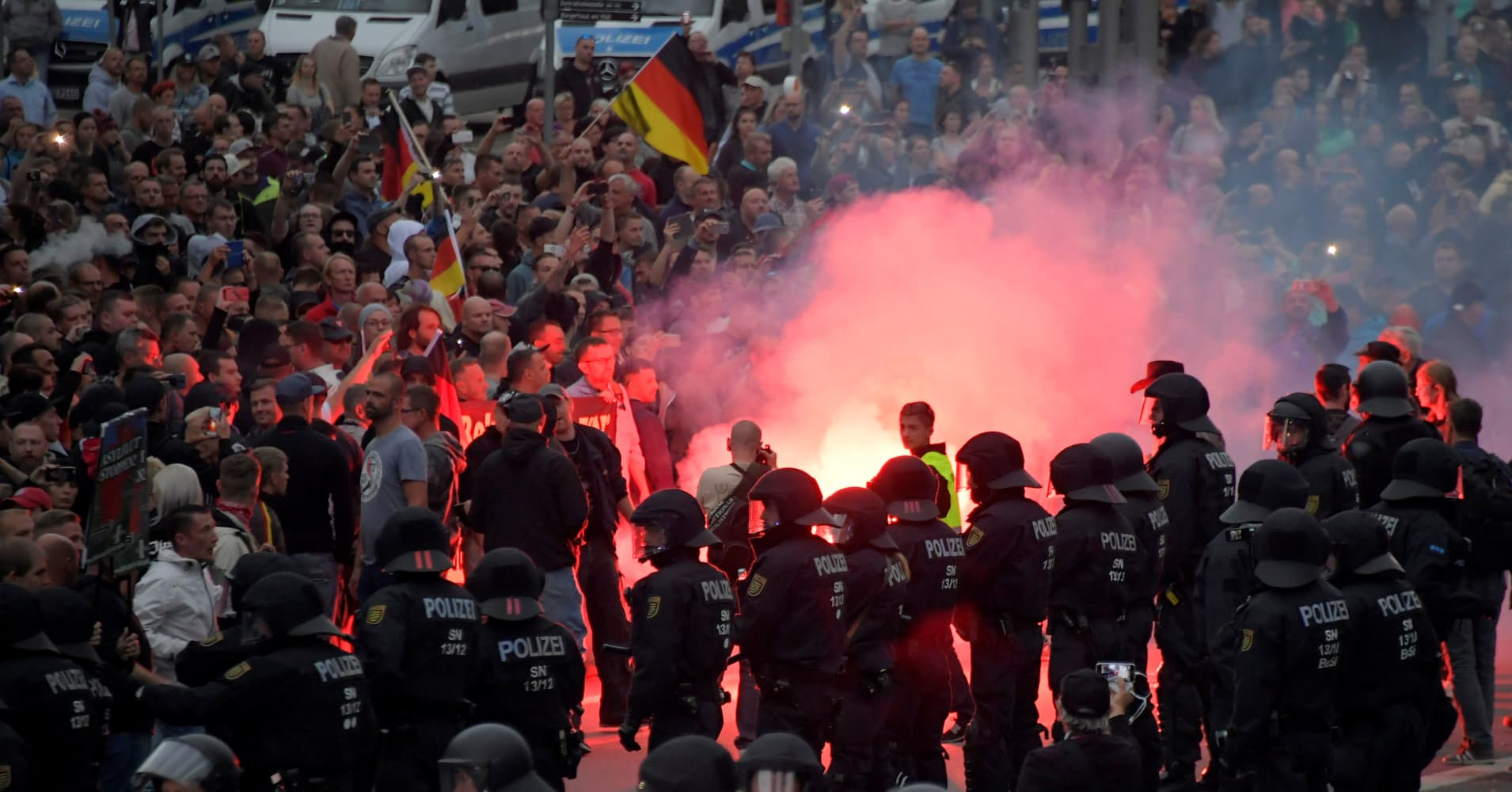 German far-right protesters clash with leftists after Chemnitz stabbing