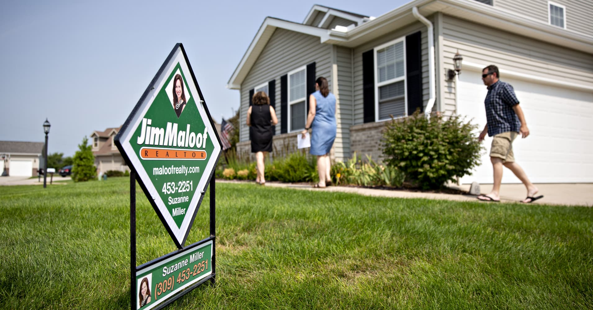 Weekly mortgage applications fall 1.7% as interest rates move above 5%