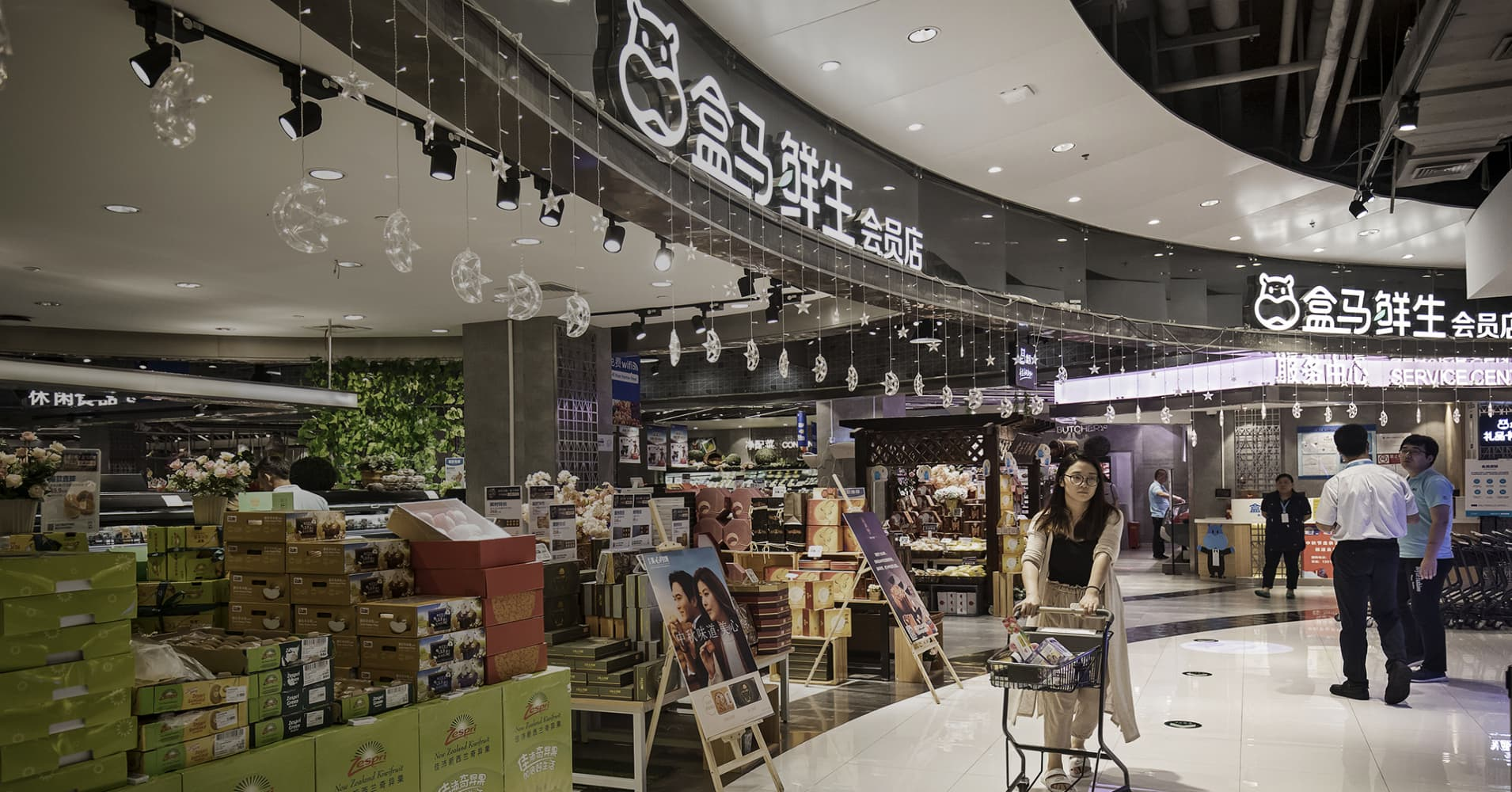 We visited Alibaba's new retail store, sweeping through China