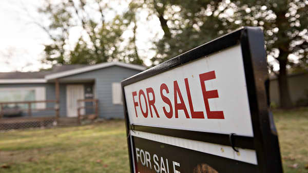 Pending home sales post annual decline for seventh straight month
