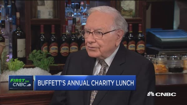 Buffett: Stocks always more attractive than bonds
