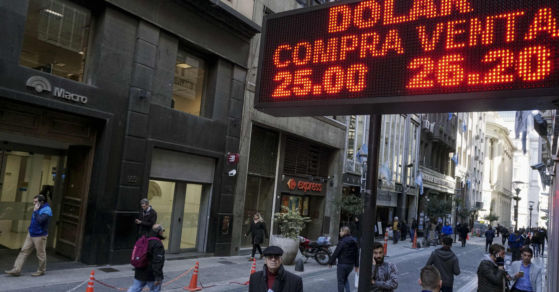 Argentine peso sell-off takes a breather as investors await government plan