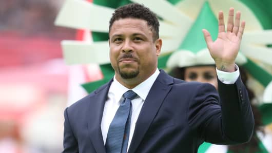 Former Brazilian player Ronaldo cheers the fans prior tothe 2018 FIFA World Cup Russia Group A match between Russia and Saudi Arabia at Luzhniki Stadium on June 14, 2018 in Moscow, Russia.
