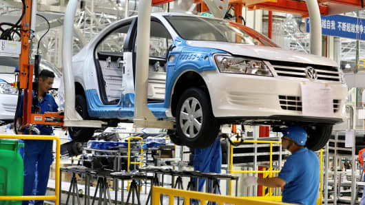 Employees assemble vehicles at a plant of SAIC Volkswagen in Urumqi, Xinjiang Uighur Autonomous Region, China September 4, 2018.