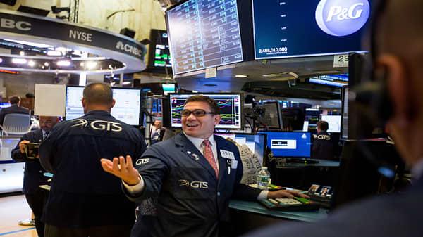 Social media stocks slump following tech hearing