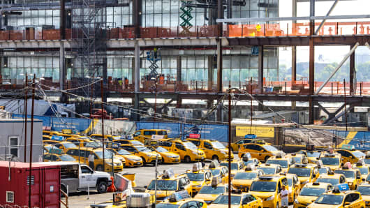 The taxi queue in front of the terminal construction project at LaGuardia Airport in New York, Aug. 29, 2018. Airport operators are updating terminals and constructing new ones to encourage travelers to spend more money.