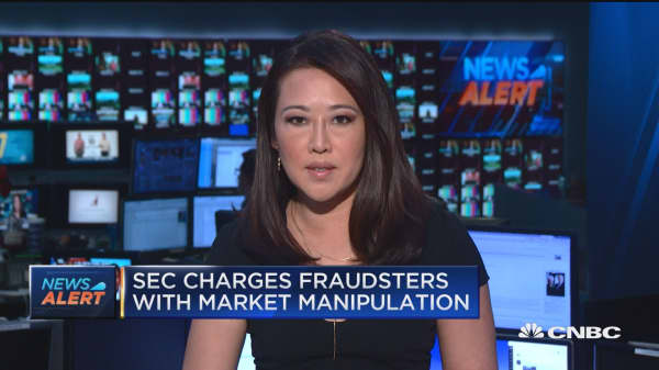 SEC charges fraudsters with market manipulation