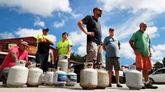 Customers line up to buy propane at Socastee Hardware store, ahead of the arrival of Hurricane Florence in Myrtle Beach, South Carolina, September 10, 2018.