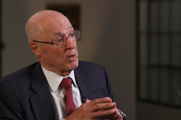 Former Treasury Secretary Hank Paulson speaks with Andrew Ross Sorkin