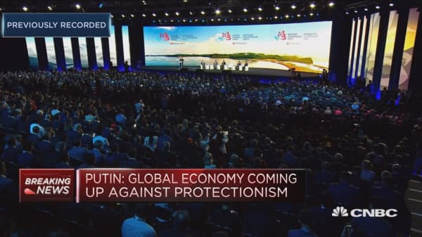 President Putin: Global economy coming up against new forms of protectionism