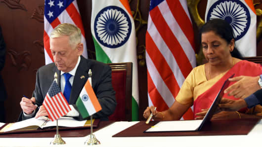 U.S. Secretary of Defense James Mattis and Indian Defense Minister Nirmala Sitharaman sign the Communications Compatibility and Security Agreement( COMCASA in, New Delhi, India, Sept. 6, 2018.