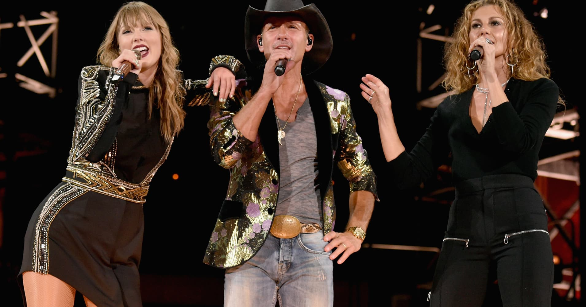 Taylor Swift, Tim McGraw and Faith Hill perform onstage during the Reputation Stadium Tour in Nashville, Tennessee.  (