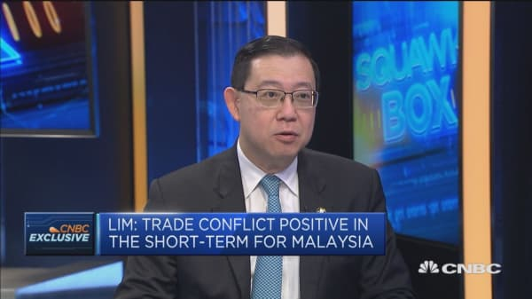 If Sino-American trade tensions persist, it might hurt the global economy, says minister