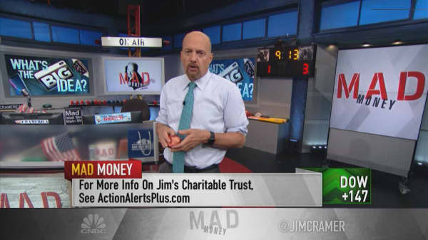 Cramer: The Apple Watch is like 'the gateway drug' to Apple's whole ecosystem