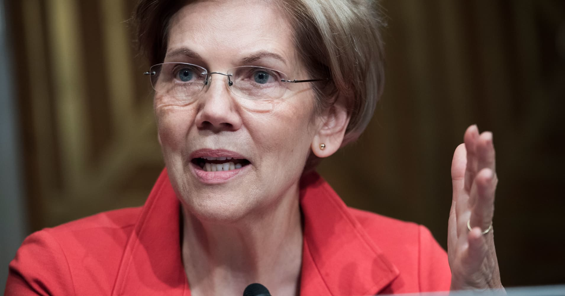 Elizabeth Warren opposes Trump impeachment amid Mueller Russia probe