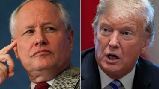 Bill Kristol (L) and President Donald Trump