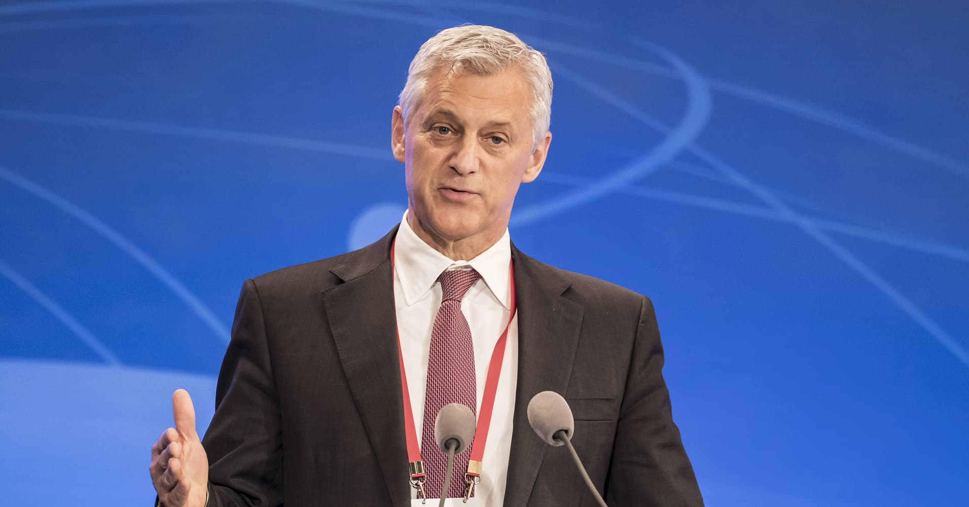 Standard Chartered chief pushes back on report that its biggest shareholder is unhappy