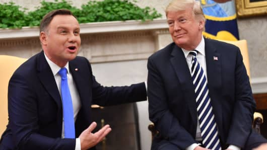 President Donald Trump and Polish President Andrzej Duda (L)speak to the media in the Oval office at the White House on September 18, 2018 in Washington.